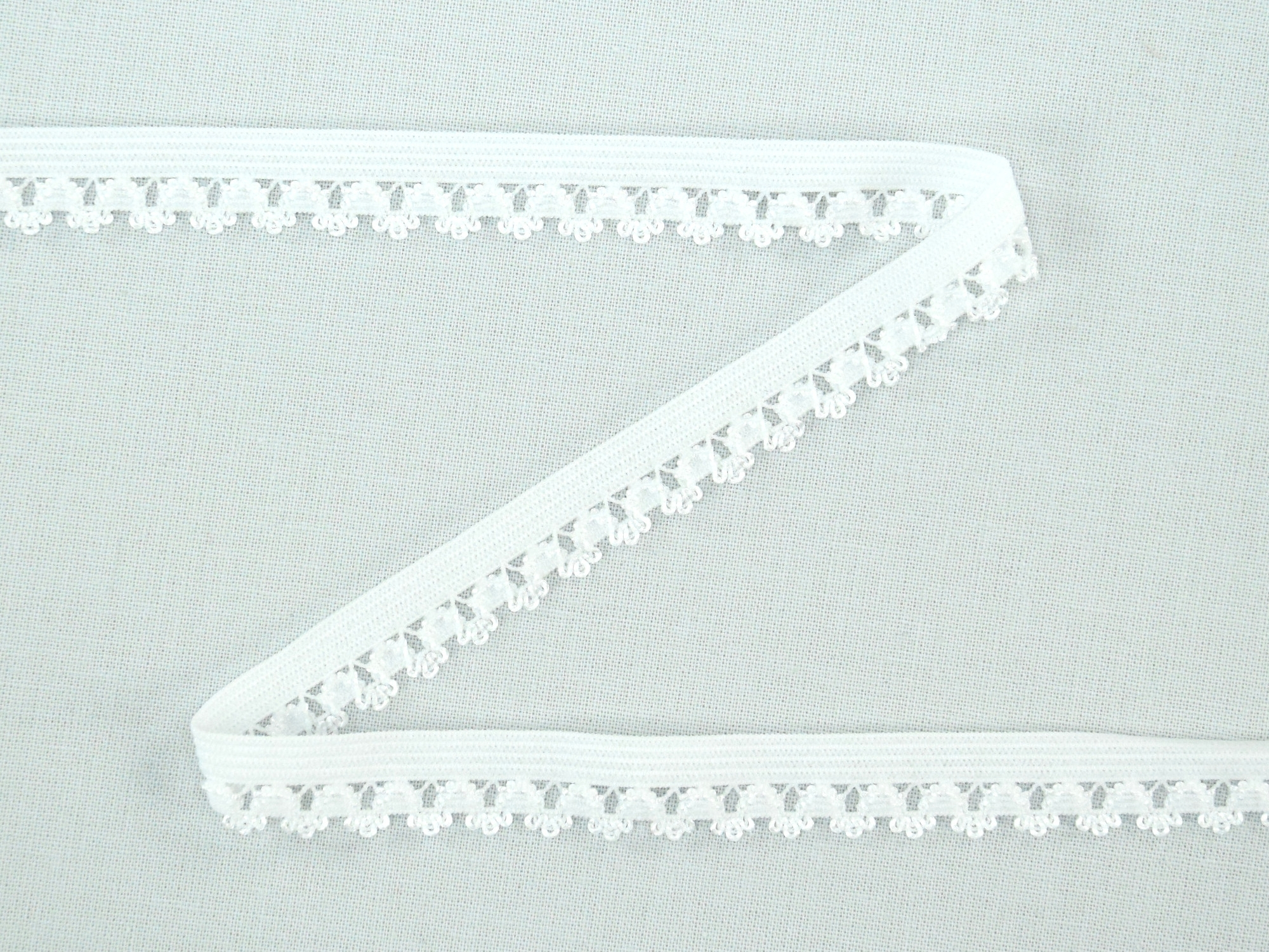 Elastic Binding Ribbon with flowers, white 14 mm