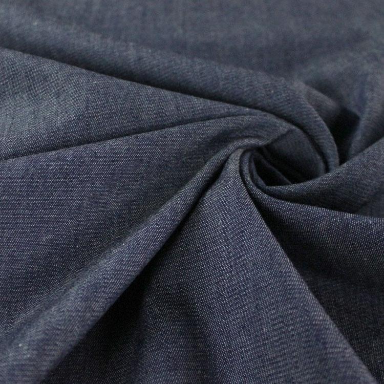 Leichter dunkelblauer Jeansstoff