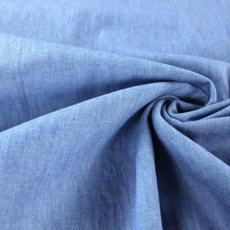 Leichter hellblauer Jeansstoff