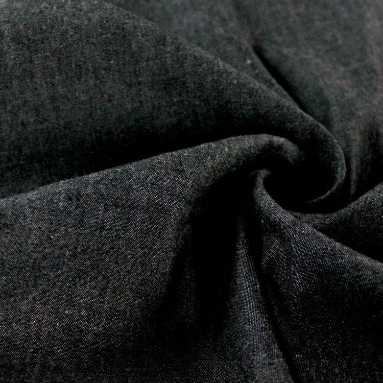 Leichter schwarzer Jeansstoff