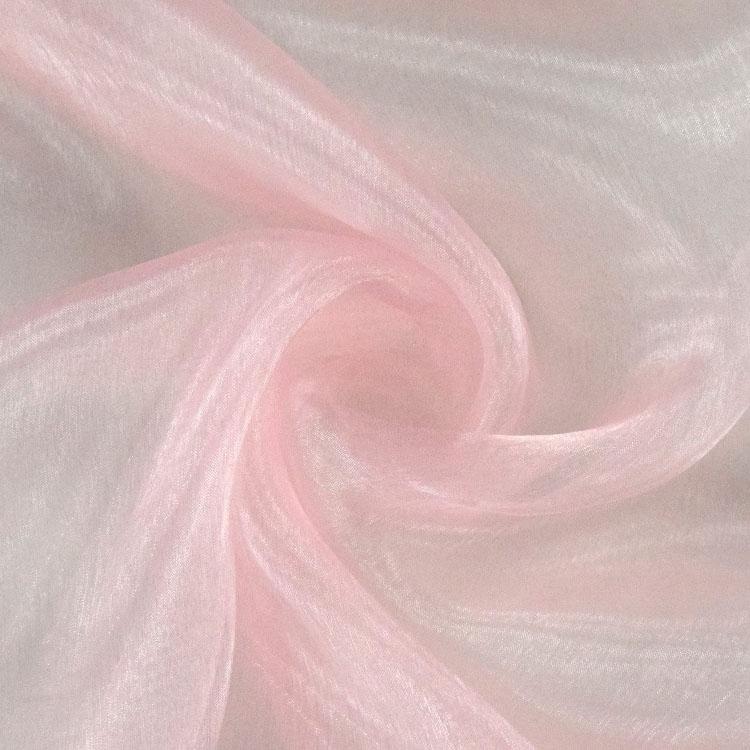 Ultraleichter rosafarbener Organzastoff