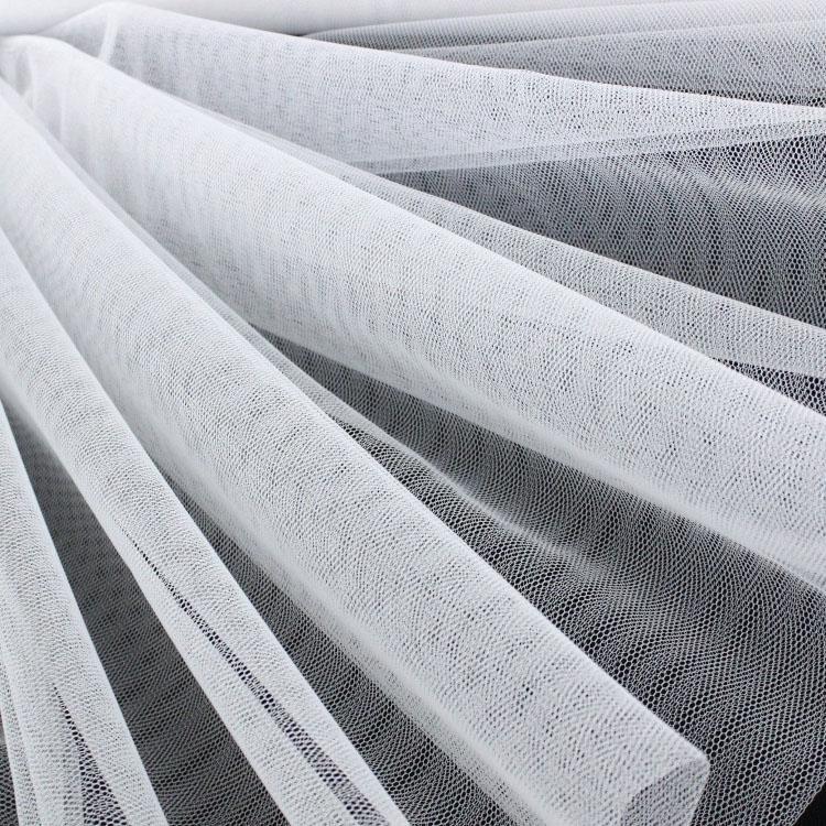 Zarter Tüllstoff in Weiß
